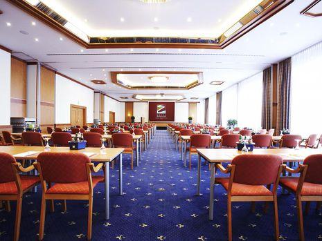 Abb. 3 x 100 m²  Tagungsräume