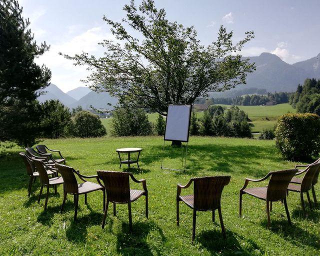 Abb. Freiluft-Tagen mit Alpen-Panorama