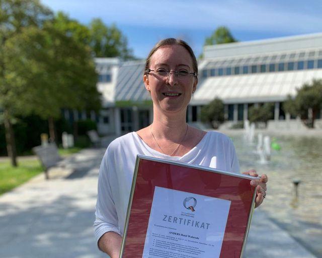 Abb. Hotel ANDERS erhält Zertifikat für Servicequalität