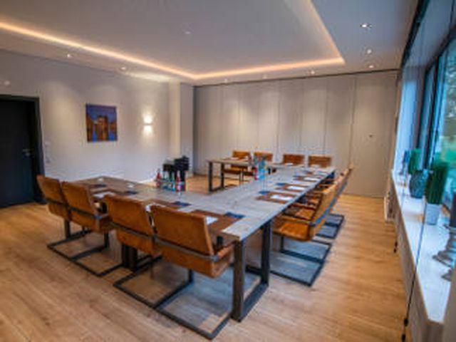 Abb. Neueröffnung des Hotel Wiesengrund in Dinklage