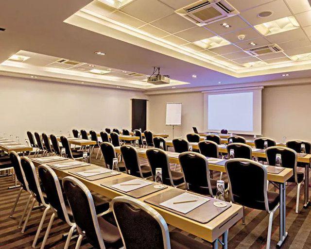 Abb. Die neue Dimension der Videokonferenzen
