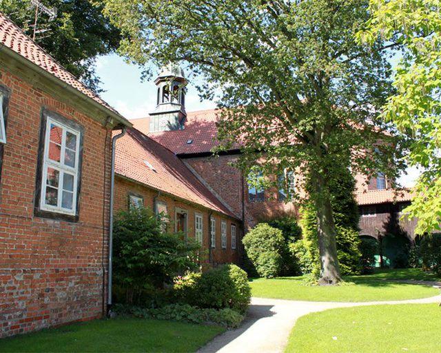 Abb. Tagen am 1000-jährigen Kloster